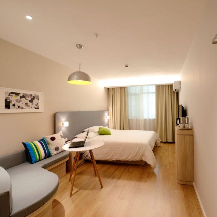 8 вариантов визуального освещения комнаты